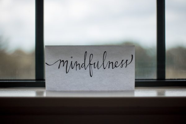 how does mindfulness reduce stress
